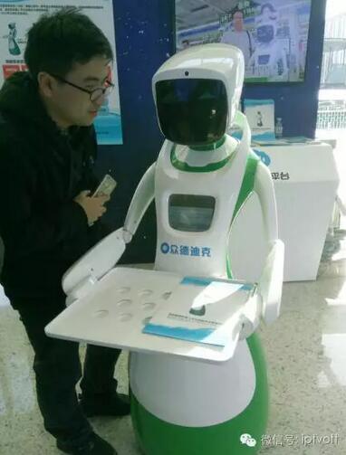 【v孩子】AI=爱?机器人陪伴孩子是不是更好未来长发美女图片飘逸的图片